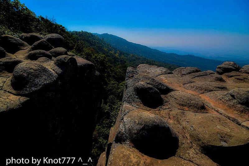 ลานหินปุ่ม (Lan Hin Pum)