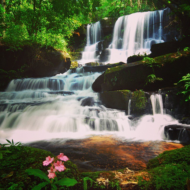 น้ำตกหมันแดง (Man Daeng Waterfall)